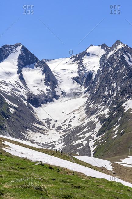 Europe, austria, tyrol, otztal alps, otztal, hikers on the mutsattel against the backdrop of the gaisbergferner