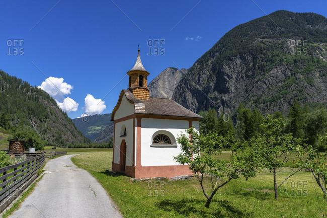 Europe, austria, tyrol, otztal alps, otztal, small chapel on a country road between umhausen and tumpen