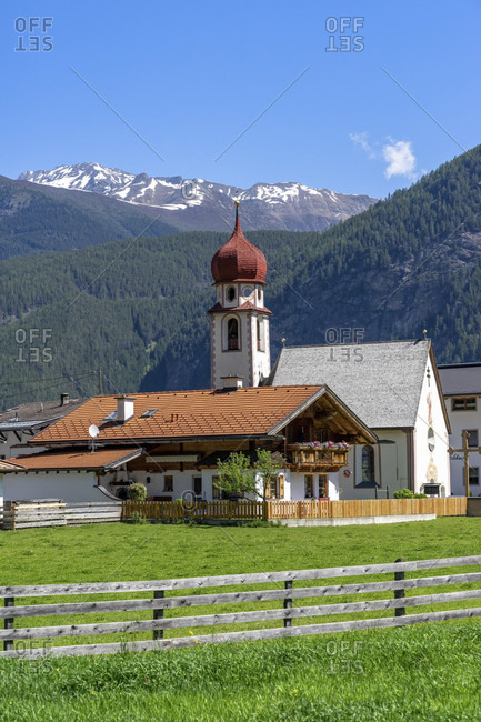 Europe, austria, tyrol, otztal alps, otztal, small chapel in unterried near längenfeld