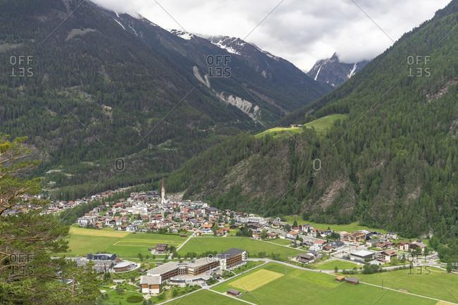 Europe, austria, tyrol, otztal alps, otztal, view from the teufelskanzel to the village of längenfeld in the otztal