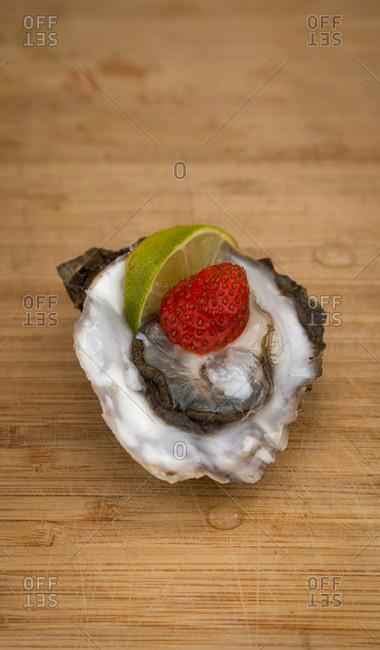 Oyster, raw, delicacy, preparation, lemon, strawberry