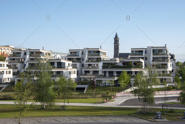 Germany, Saxony-Anhalt, Magdeburg: There are modern residential buildings on the Elbe promenade. The Magdeburg Cathedral can be seen in the background.