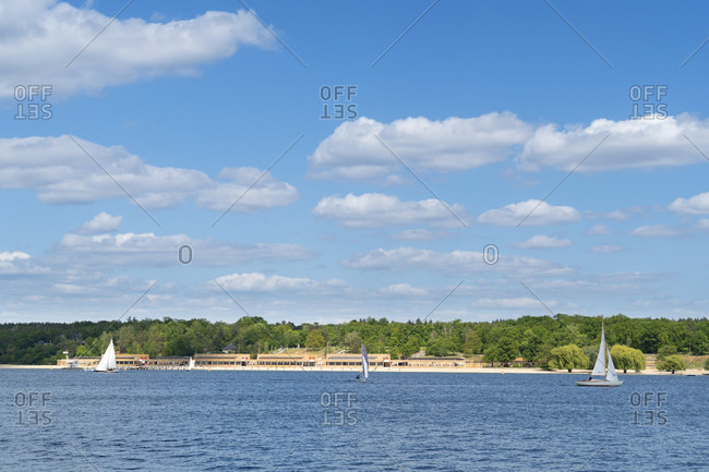 Berlin, Wannsee, view to the Wannsee lido, sailing boats, clouds, sky