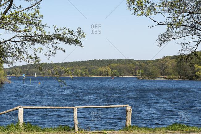 Berlin, Wannsee, Uferweg height Pfaueninsel, view over the lake, wind