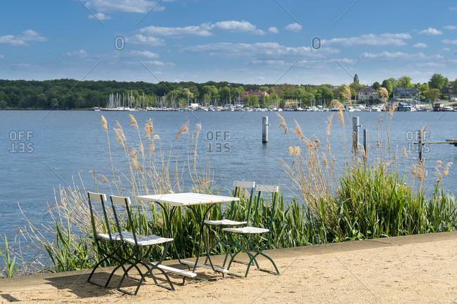 Berlin, Wannsee, Liebermann Villa, garden, riverside path with table and chairs