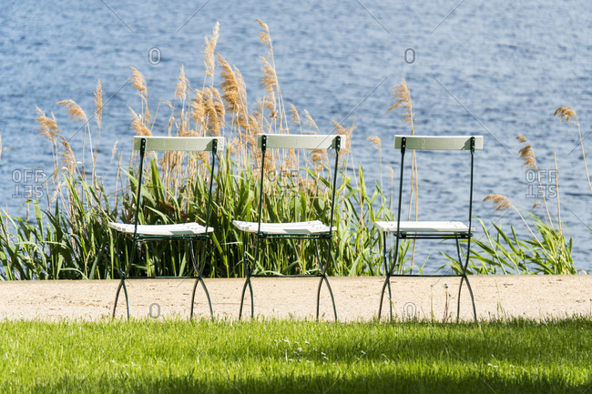 Berlin, Wannsee, Liebermann Villa, garden, riverside path with chairs