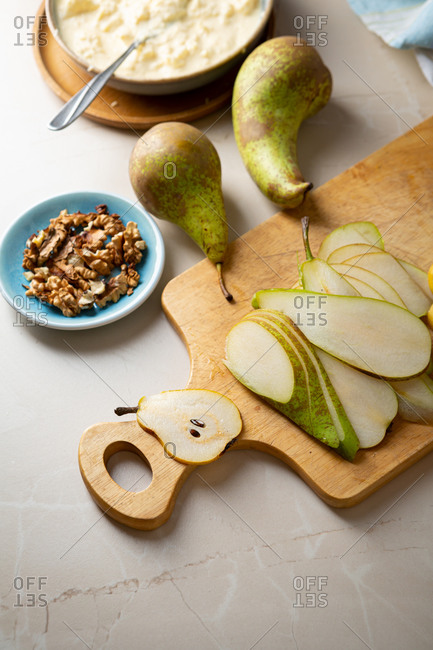 Sliced pear and ingredients for preparing an autumn pie