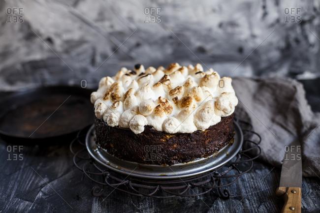 Rhubarb cheesecake with meringues