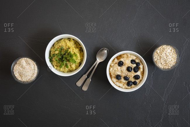 Two bowls of sweet and savoryporridgewith oats
