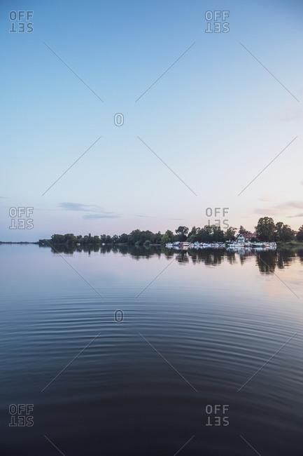 Idyllic view of dusk in lake