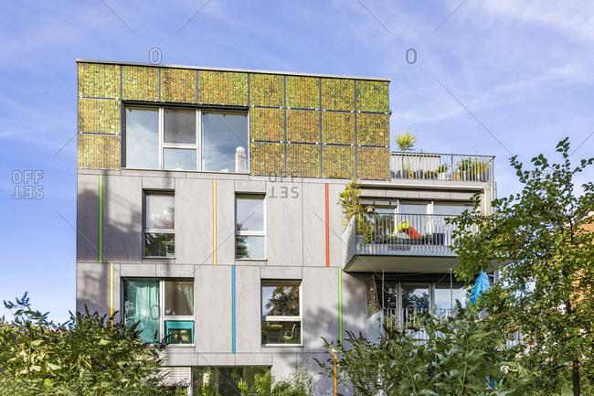 Germany- Baden-Wurttemberg- Tubingen- Modern energy efficient apartment building inLustnau quarter