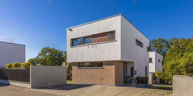 Germany- Baden-Wurttemberg- Esslingen- Energy efficient house in modern suburb