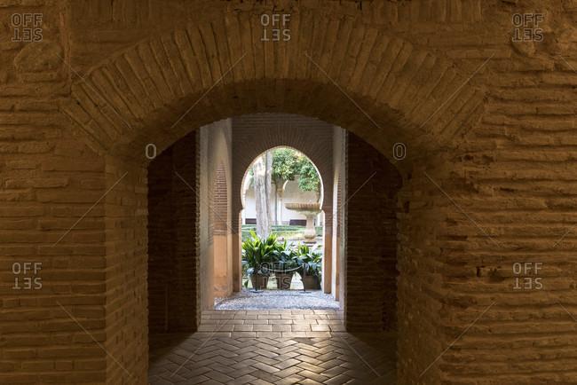 Spain, granada, alhambra, palacios nazaries, patio de lindaraja, garden