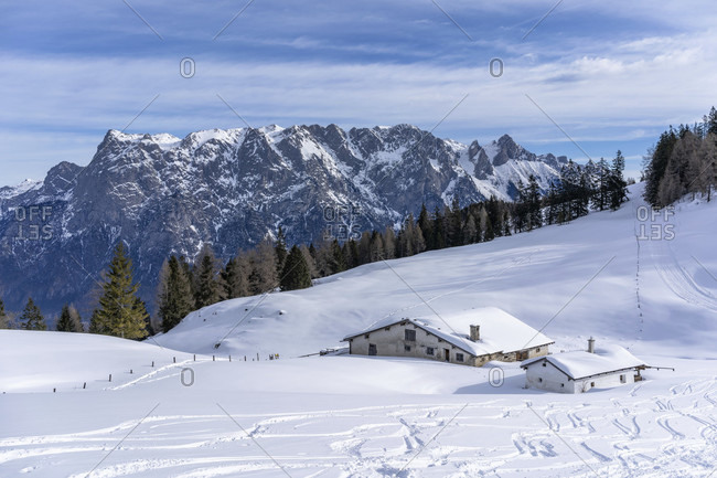 Europe, Austria, berchtesgaden alps, salzburg, werfen, ostpreussenhütte, bluhnteckalm against the backdrop of the tennengebirge