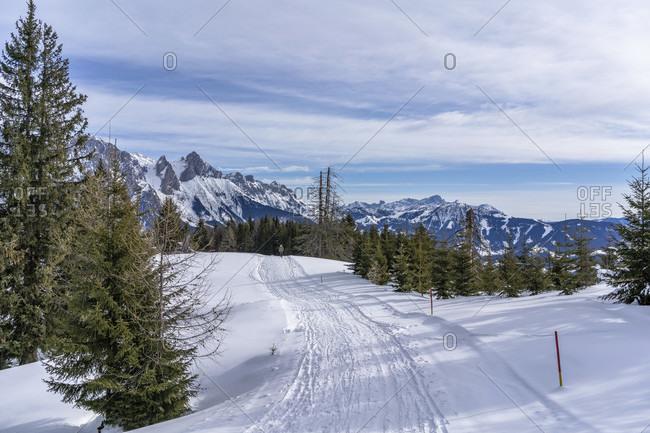 Europe, Austria, berchtesgaden alps, salzburg, werfen, ostpreussenhütte, hikers on a snowy plateau with a view of the tennengebirge