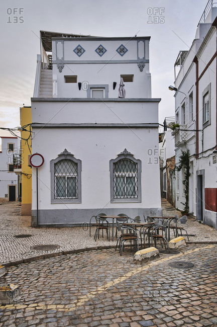 Europe, portugal, algarve, litoral, sotavento, district faro, olhao, narrow streets with typical house in the moorish style, cubo with roof terrace,