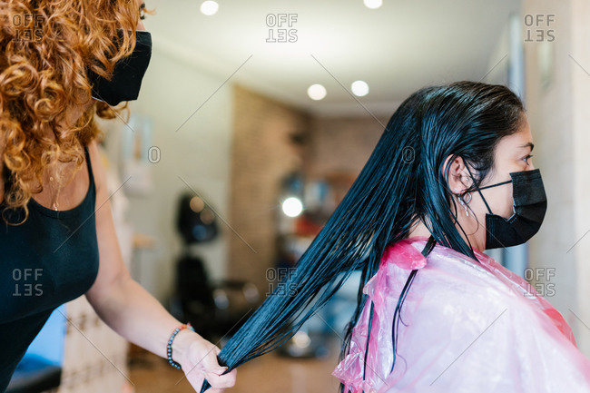 Woman in the hairdresser's with her mask on
