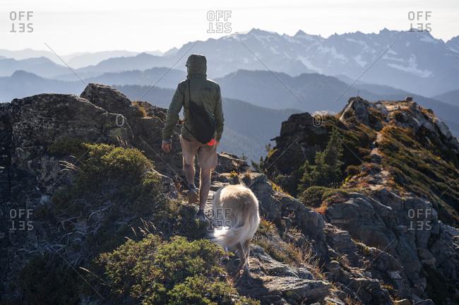 Hiking on the summit of Johnson mountain in glacier peak wilderness