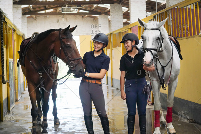 The horse stable to chat happy sisters