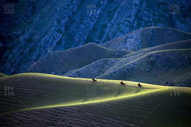 Xinjiang ili kara grassland topped the human body