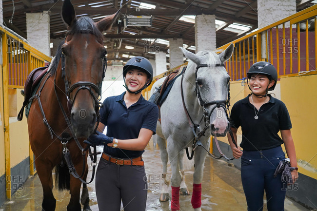The horse stable to the happiness of the sisters