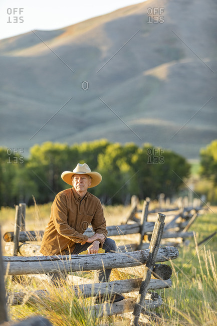 USA, Idaho, Bellevue, Rancher leaning against fence on field