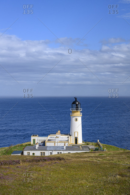 UK- Scotland- Tiumpan Head Lighthouse with clear line of horizon over sea in background
