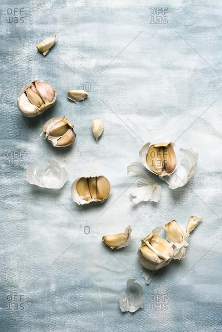 Close up of garlic bulb and garlic cloves