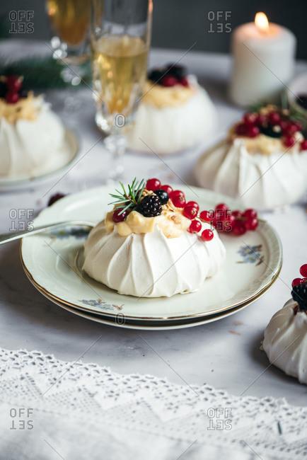 Mini pavlova with berries on top