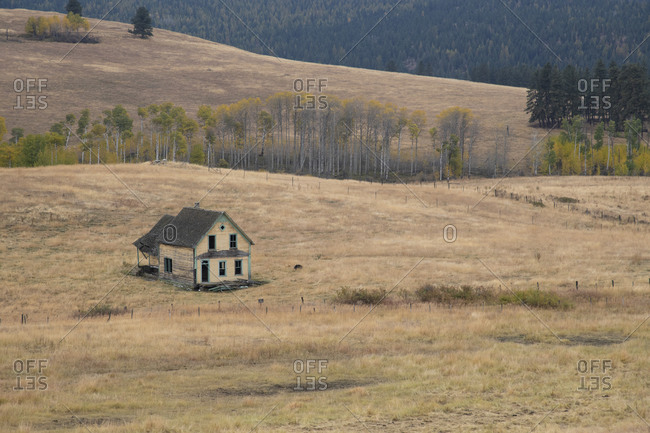 A lonely empty farmhouse in the interior grasslands of British Columbia