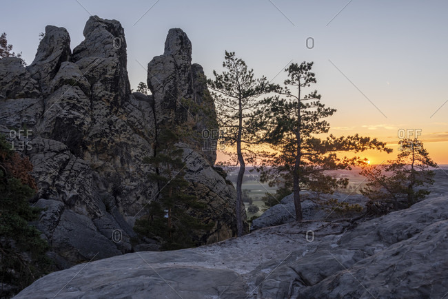 Germany, Saxony-Anhalt, Timmenrode, rock formation 'Hamburger Wappen', Teufelsmauer, sunrise, Harz, UNESCO Global Geopark