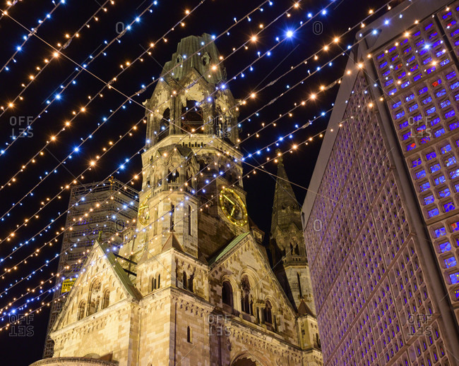 Germany, Berlin, Christmas market at the Gedachtniskirche.