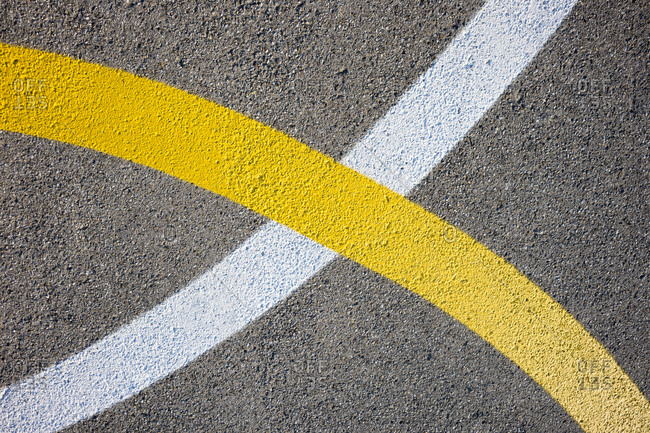 Yellow and white curved lines painted on concrete