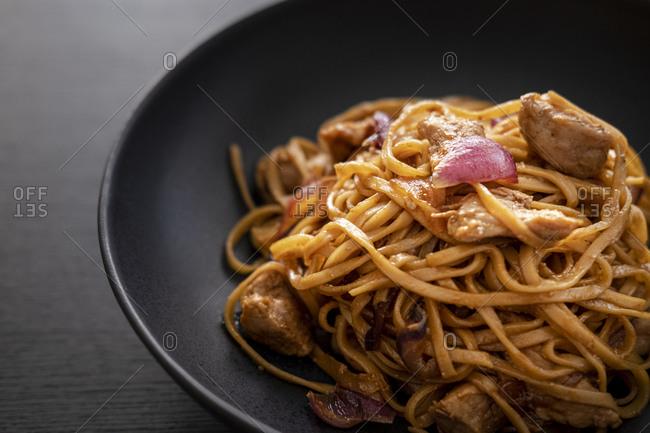 Hoisin pork with garlic and noodles