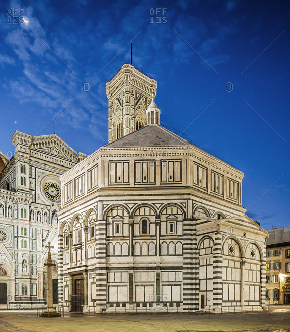 Italy, Tuscany, Florence- The Battistero di San Giovanni at dawn, on the background the Giotto's Bell-tower and the facade of the Cattedrale di Santa Maria del Fiore