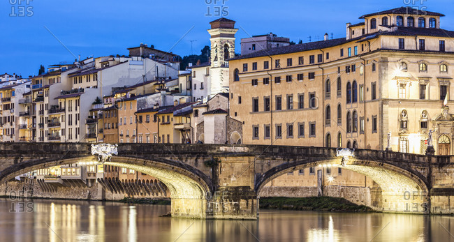 Italy, Toscana (Tuscany), Firenze (Florence) . The Ponte (bridge) Santa Trinita and the characteristic group of houses overlooking the river Arno at twilight