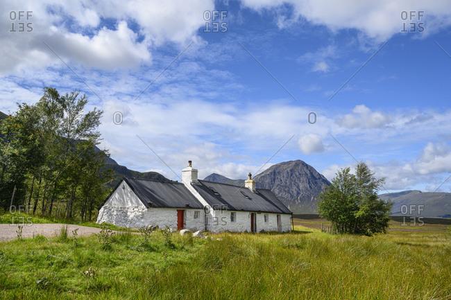 UK- Scotland- Black Rock Cottage at entrance of Glen Coe