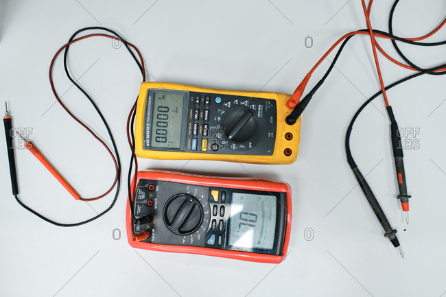 Wired device used to measure electrical currents