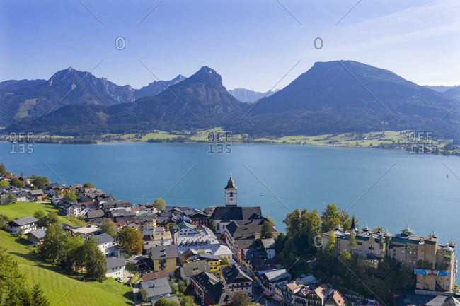 Austria- Upper Austria- Saint Wolfgang im Salzkammergut- Drone view of town on shore of Lake Wolfgangsee in summer