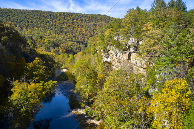 Aerial view ofSmoke Hole Canyon andPotomac Riverin autumn