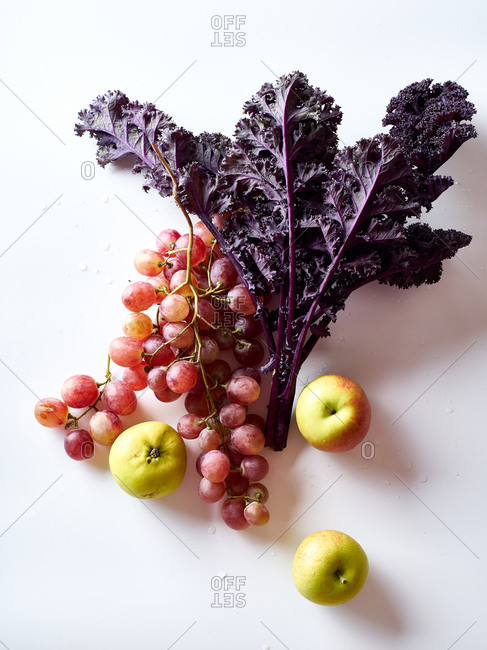 Flatlay with grapes, kale and apples