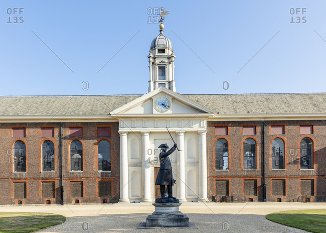 September 21, 2020: The facade of the Royal Hospital showing a statue of a Chelsea Pensioner, Kensington and Chelsea, London, England, United Kingdom, Europe