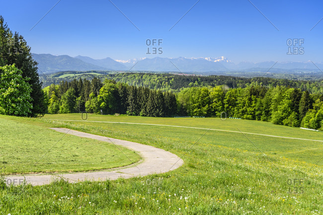Germany, bavaria, upper bavaria, tiler land, dietramszell, peretshofen district, peretshofer home, spring meadow against alpine chain