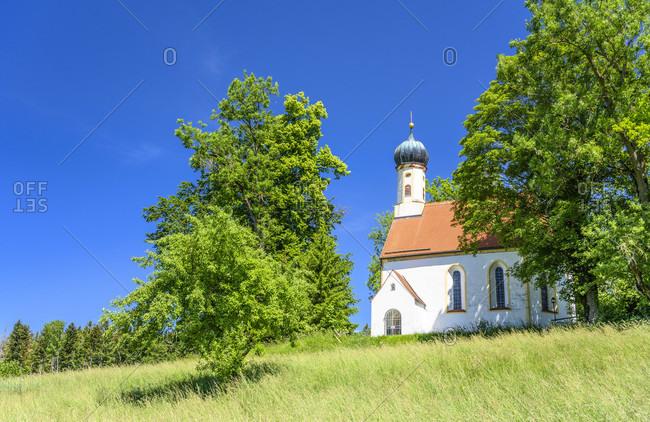 Germany, bavaria, upper bavaria, tiler land, dietramszell, bairawies district, st. koloman branch church