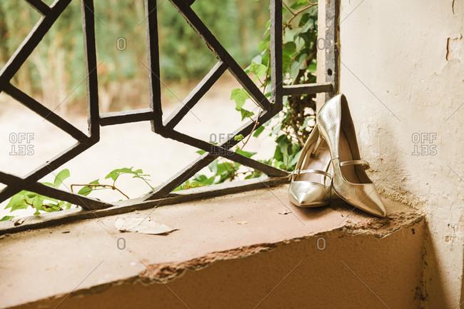 Wedding, shoes, windows, gold, off-center