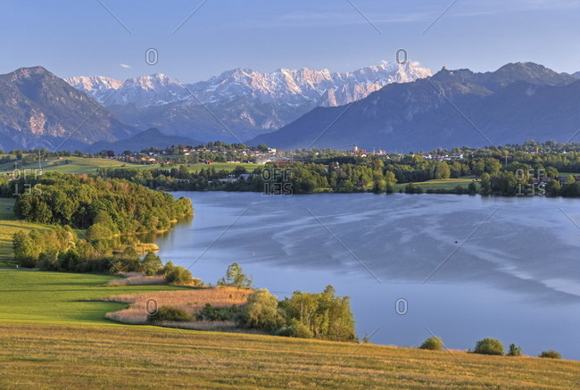 Panorama with riegsee, zugspitzgruppe (2962m) in the wetterstein mountains and ammergau alps, aidling, das blaue land, upper bavaria, bavaria, germany
