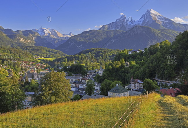 Village overview of berchtesgaden against the watzmann (2713m), berchtesgadener land, upper bavaria, bavaria, germany