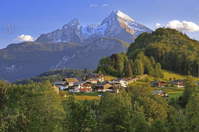 Town view against the watzmann (2713m), berchtesgaden, berchtesgadener land, upper bavaria, bavaria, germany