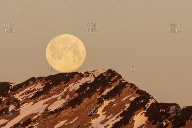 Full moon in the ester mountains near the krottenkopf, photographed from simetsberg