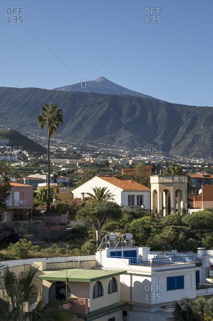 View from puerto de la cruz in the orotava valley towards pico del teide (3715 m), tenerife, canary islands, spain